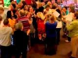Упражнения Риммы Умяровой на конференции в Чикаго Йога смеха 2012