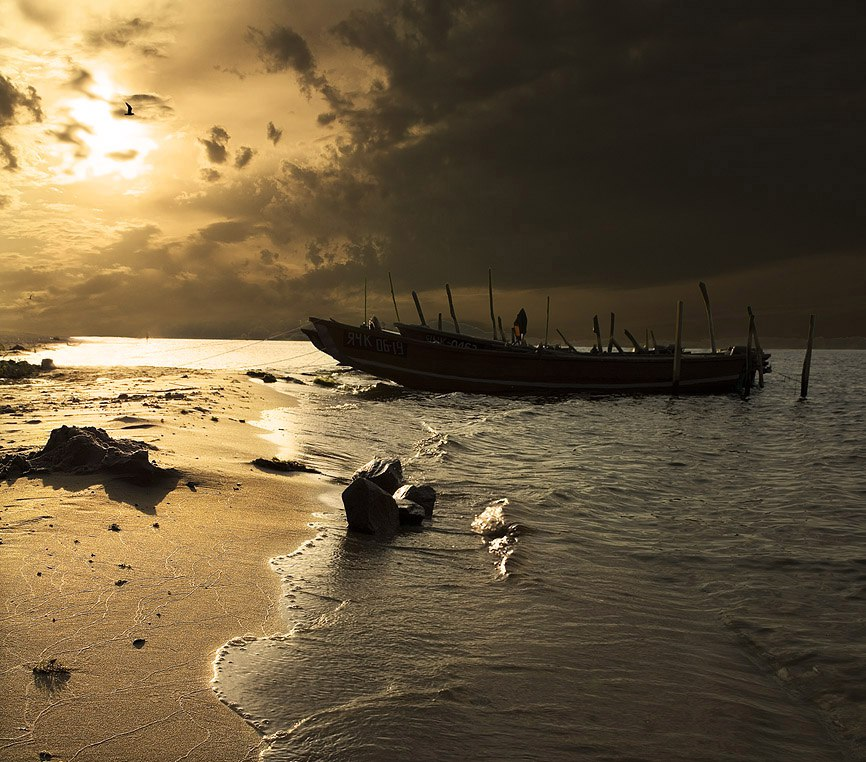 Рыбаки у берега