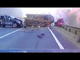 Ужасная авария на трассе М8 !!! ЗИЛ раздавил легковушку и водителя! Видеорегистратор 2013 дтп