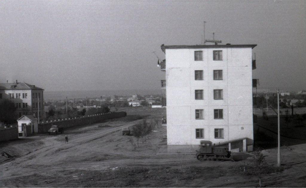136 дом на 101-м квартале. 1974 год.