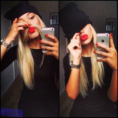 блондинка фото в зеркале фото