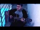 парень очень круто спел твои карие глаза под гитару