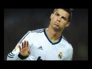 Криштиану Роналду переоделся бомжом и сыграл в футбол на площади в Мадриде