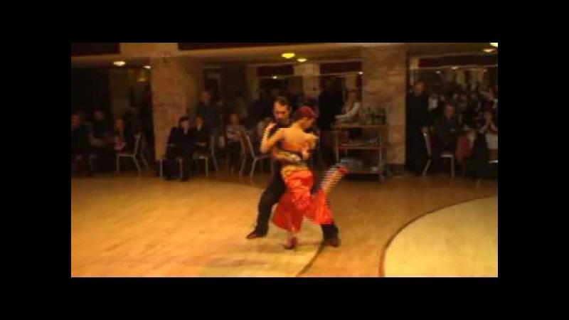 BA dancing neotango (improvisation) on La Yumba