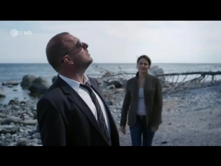 Смерть на берегу моря (1 серия)