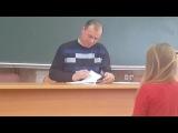 Teacher checks lectures / Преподаватель проверяет лекции