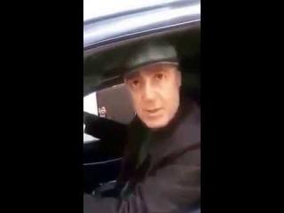 Распространяйте!Беспредел на 1 мая Владивосток барзой депутат давит сотрудника на демонстрации!