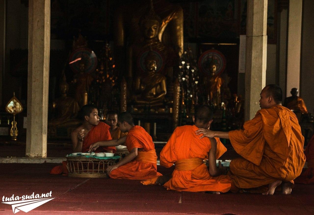 Монахи Вьентьян