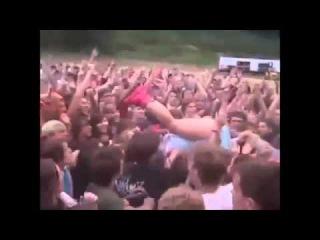 Почему певица Кэти Перри больше не прыгает в толпу