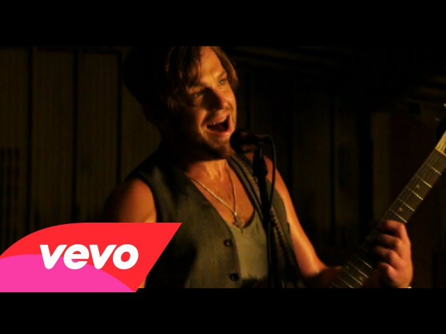 Kings Of Leon Sex on Fire Official Music Video