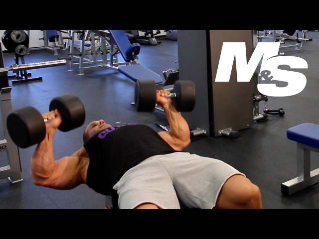 Jay Cutler's Training Tips: Maximum Contraction Dumbbell Bench Press