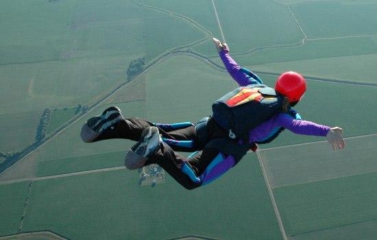 Женщина, которая упала с высоты 4 километра