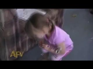 Как отучить ребенка закатывать истерики в магазине
