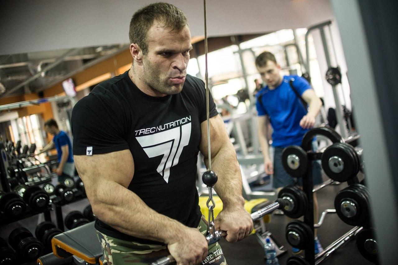Denis Cyplenkov - focus on triceps training  │ Photo Source: Trec Nutrition