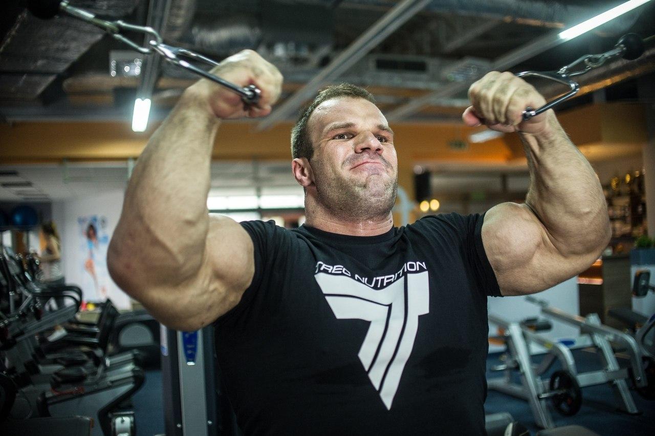 Denis Cyplenkov - double biceps flex training │ Photo Source: Trec Nutrition