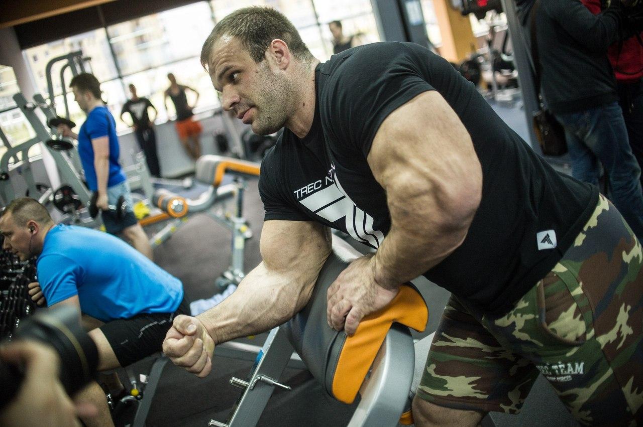 Denis Cyplenkov - forearm, biceps and triceps │ Photo Source: Trec Nutrition