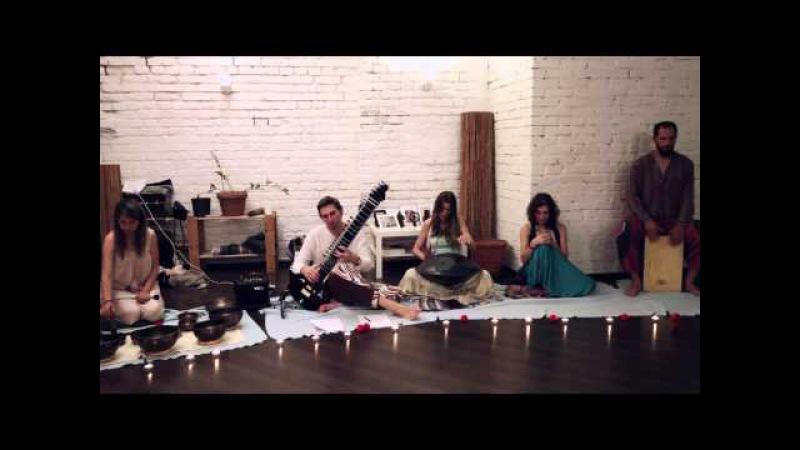 Благотворительный вечер AtmanLove в студии NYM Yoga для RedNose совместно с Veda Ram и Anna Trish