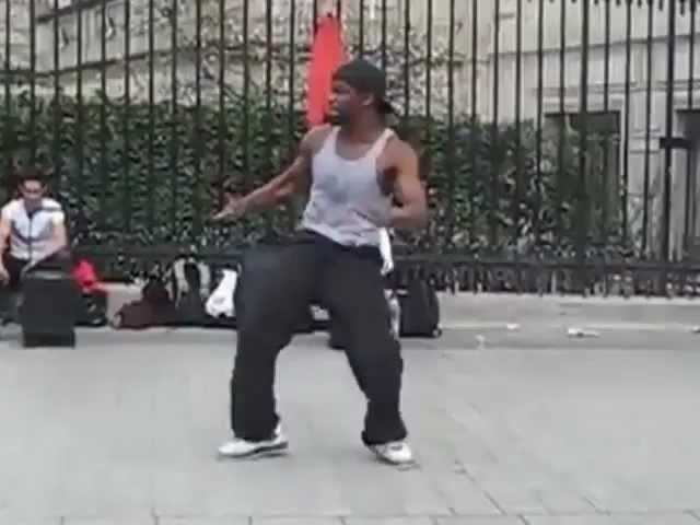 Париж. Офигенно красивое выступление уличного танцора