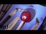 Робот Да Винчи делает хирургическую операцию на виноградине / da Vinci Robot Stitches a Grape Back Together