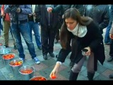 07.10.14 Киев. Неугодных депутатов закидали гнилыми помидорами. Украина новости сегодня