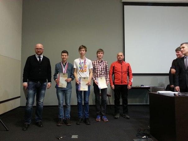 Виталий Еголин (справа) занял 2-е место в группе юношей до 19 лет