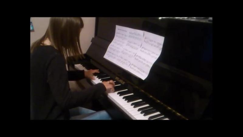 как играют на фортепиано нормальные люди, а как играю я. (Мизгир Ангелина и Валинская Оля)