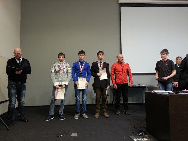 Даниил Бычков (слева) и Артем Агейкин (в центре) завоевали 4 награды в старшей группе юношей