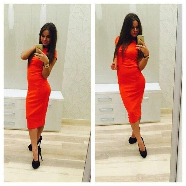 Красное платье ниже колена