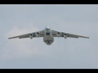 ИЛ-76 Взлёт и посадка при сильном боковом ветре Cargo plane crosswind landing and takeoff