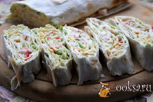 Рулет из лаваша с крабовыми палочками Простая в приготовлении, вкусная закуска для праздничного стола.