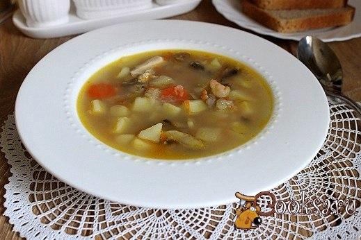 Куриный суп с гречневыми хлопьями и шампиньонами Приготовьте на обед вкусный, ароматный суп из гречневых хлопьев и шампиньонов!