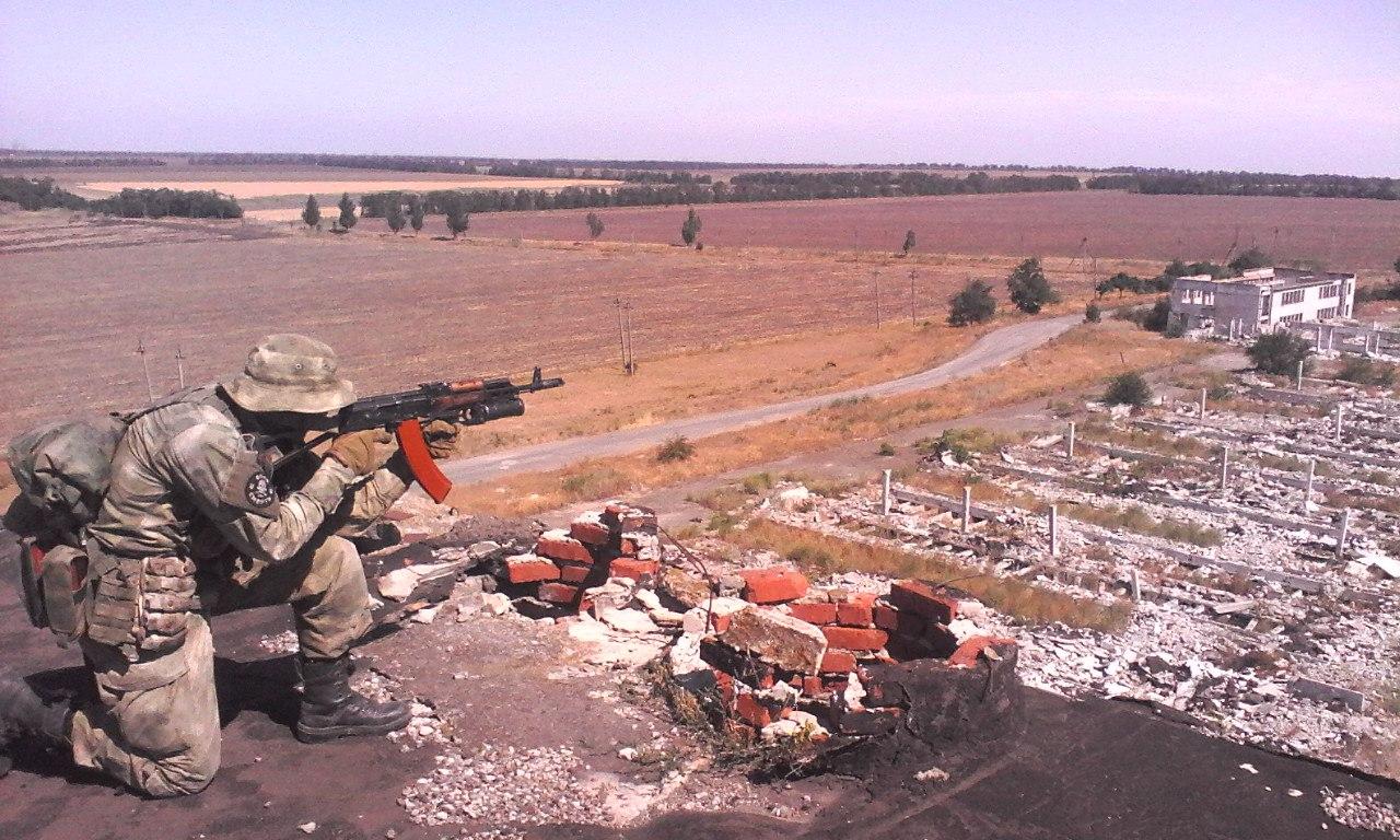 украинский разведчик с подствольным гранатометом