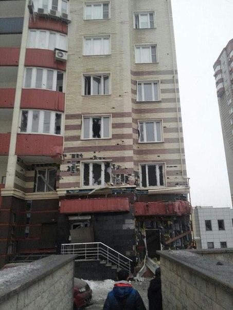Семенченко: снаряды силовиков случайно попадают в жилые дома Донецка