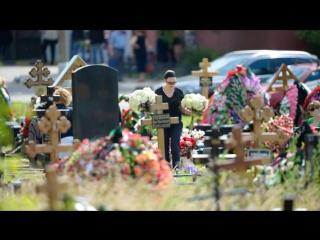 Дмитрий Шепелев приехал на могилу Жанны Фриске в день ее рождения