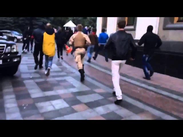 Біля Ради побили екс-регіонала Юрія Мірошниченка