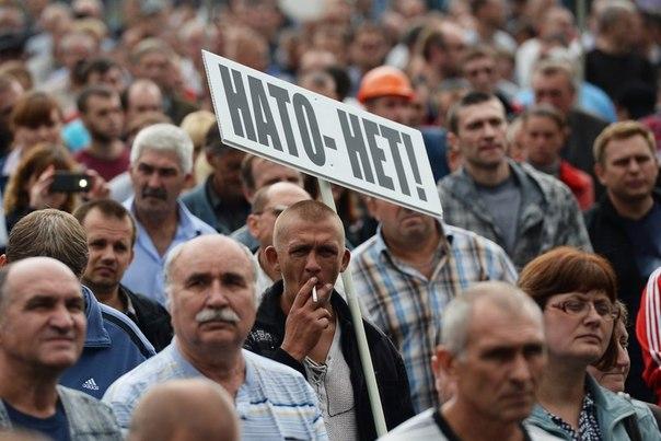 Донецкие шахтеры во время шествия с требованием расследования гибели людей в Одессе и прекращения спецоперации на востоке Украины