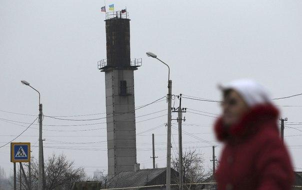 Флаги на башне Красного Партизана