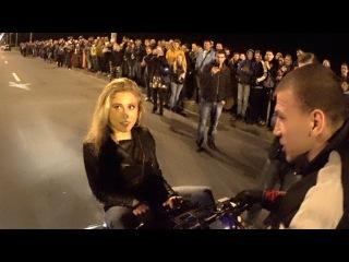 Блондинке повезло, но квадроцикл остался мокрым)