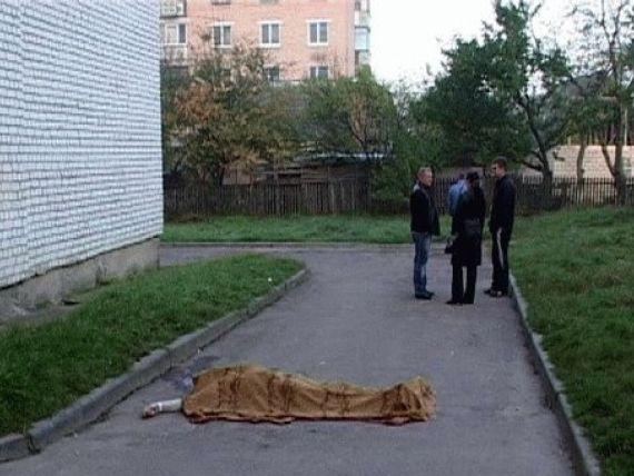 Пенсионер из Челнов разбился насмерть, упав с балкона третьего этажа