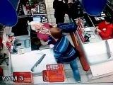 Неизвестный напал на старушку в очереди в супермаркете в Сызрани
