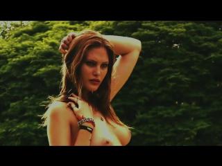 Миранда Керр (Miranda Kerr) и Роузи Хантингтон-Уайтли (Rosie Huntington-Whiteley) голые в «Pirelli Calendar» (2010)