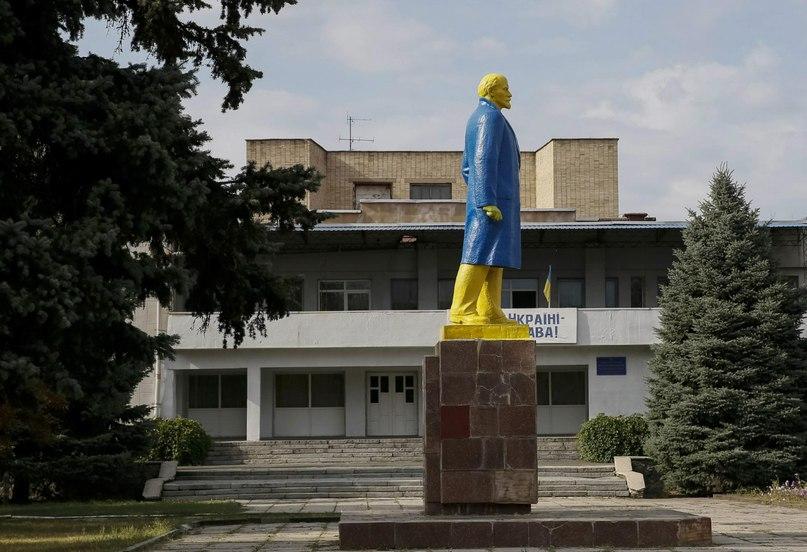 Стильный Ленин в Великой Новоселовке