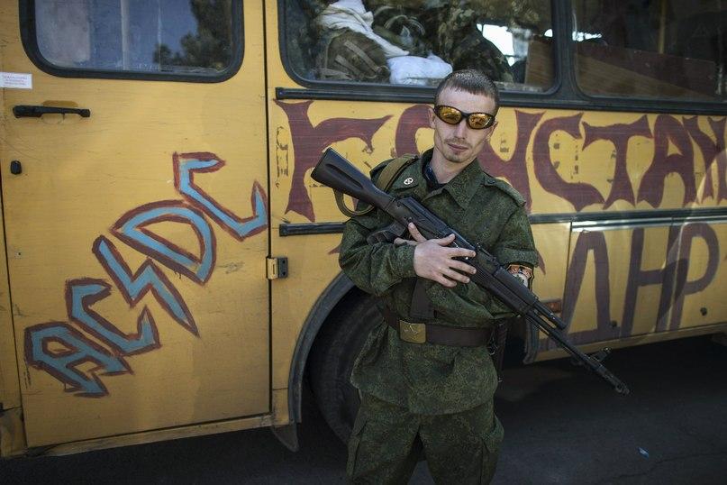 Ополченец у автобуса