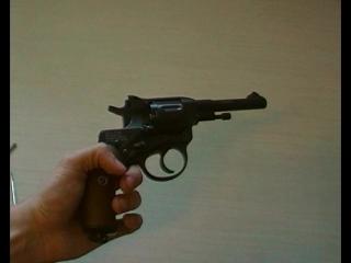 1)Пневматическая реплика револьвера системы Наган от фирмы глетчер