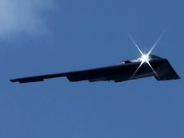 Awesome B2 Flyby LOUD!