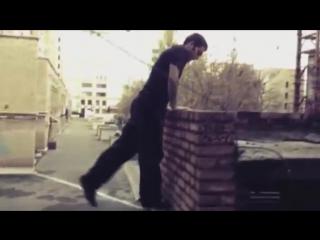 Как научиться паркуру @5 _упражнение выходы на стене из положения кэт клип _
