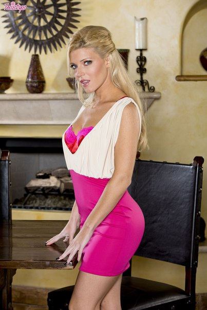 Niki Lee - Young Sexiness Behind Closed Doors