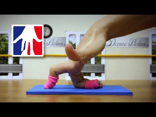 Finger Dance in the Studio - Fingers Ballet, Breakdance Yoga