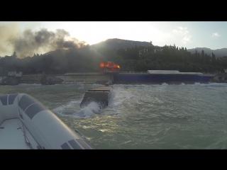 шторм и пожар в Гурзуфе на Спутнике
