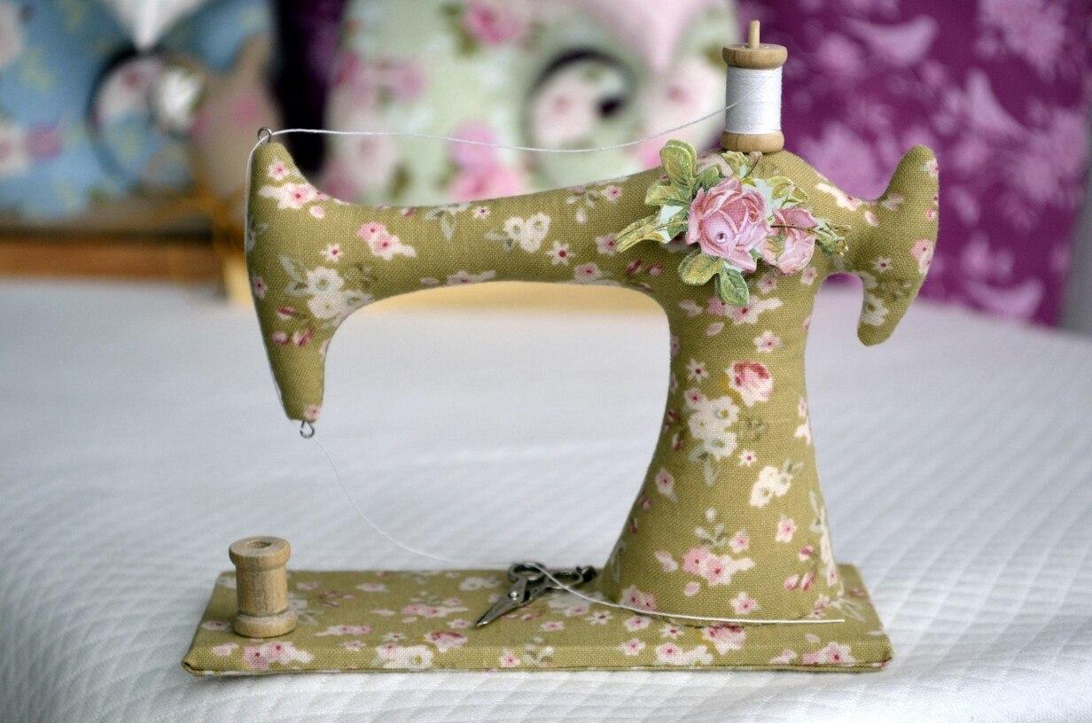 швейная машинка из ткани